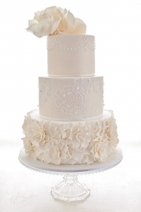 трехярусный кремовый торт заказать в Санкт-Петербурге